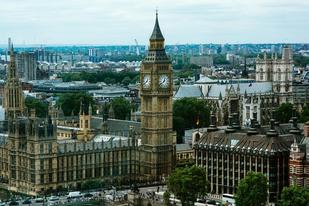 英国留学申请时间